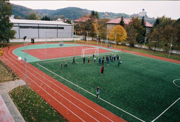 Športový areál pri ZŠ, Hodžova