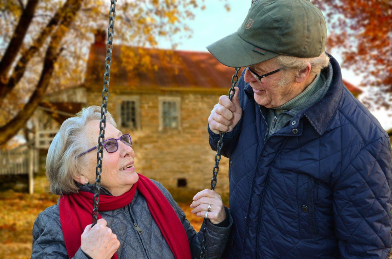 dôchodcovia na húpačke