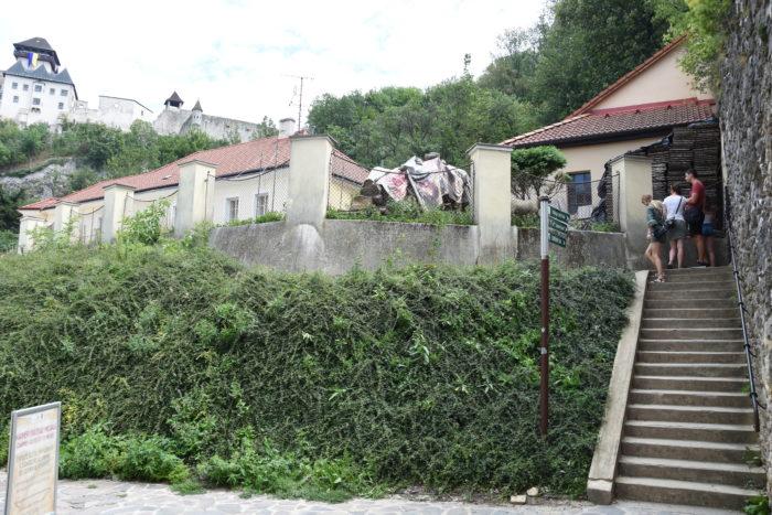 mesto postaví lávku pri Farskom kostole