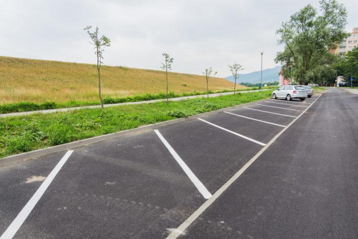 upravia zeleň okolo parkoviska
