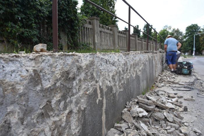 oporný múr pod cintorínom opravujú