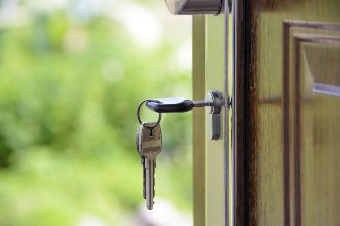 kľúče-v-zámku
