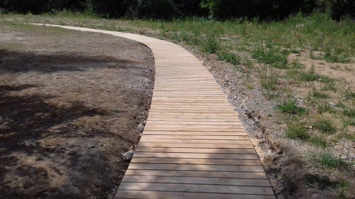 nový drevený chodník ...