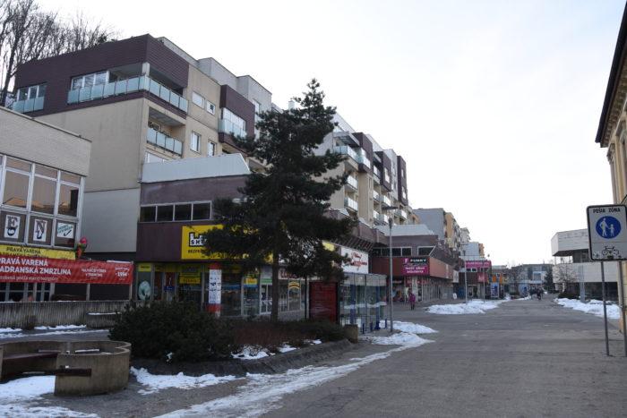 pešia zóna na Hviezdoslavovej ulici