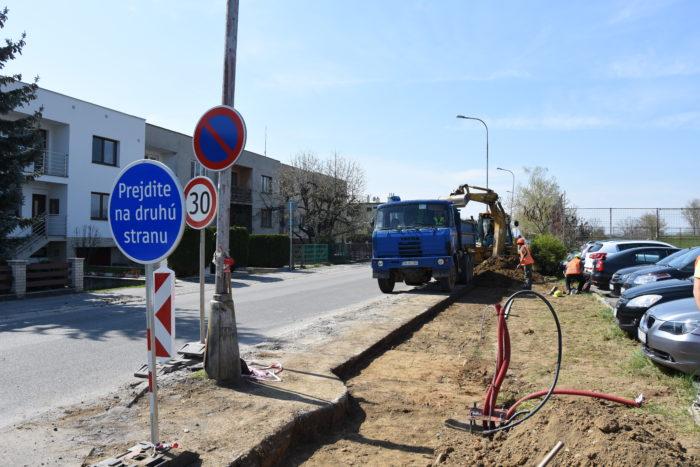 práce na cyklotrase Karpatska