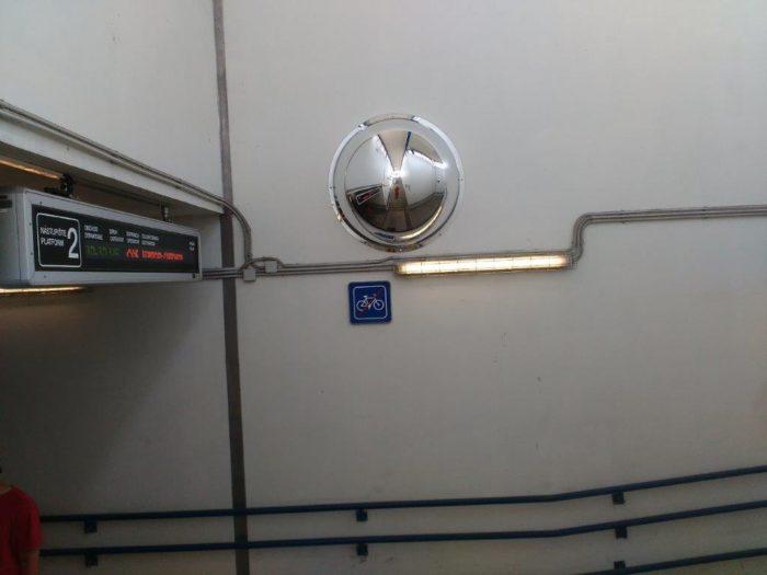 zrkadlo v podchode